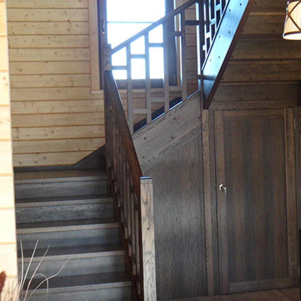 Деревянная лестница из лиственницы