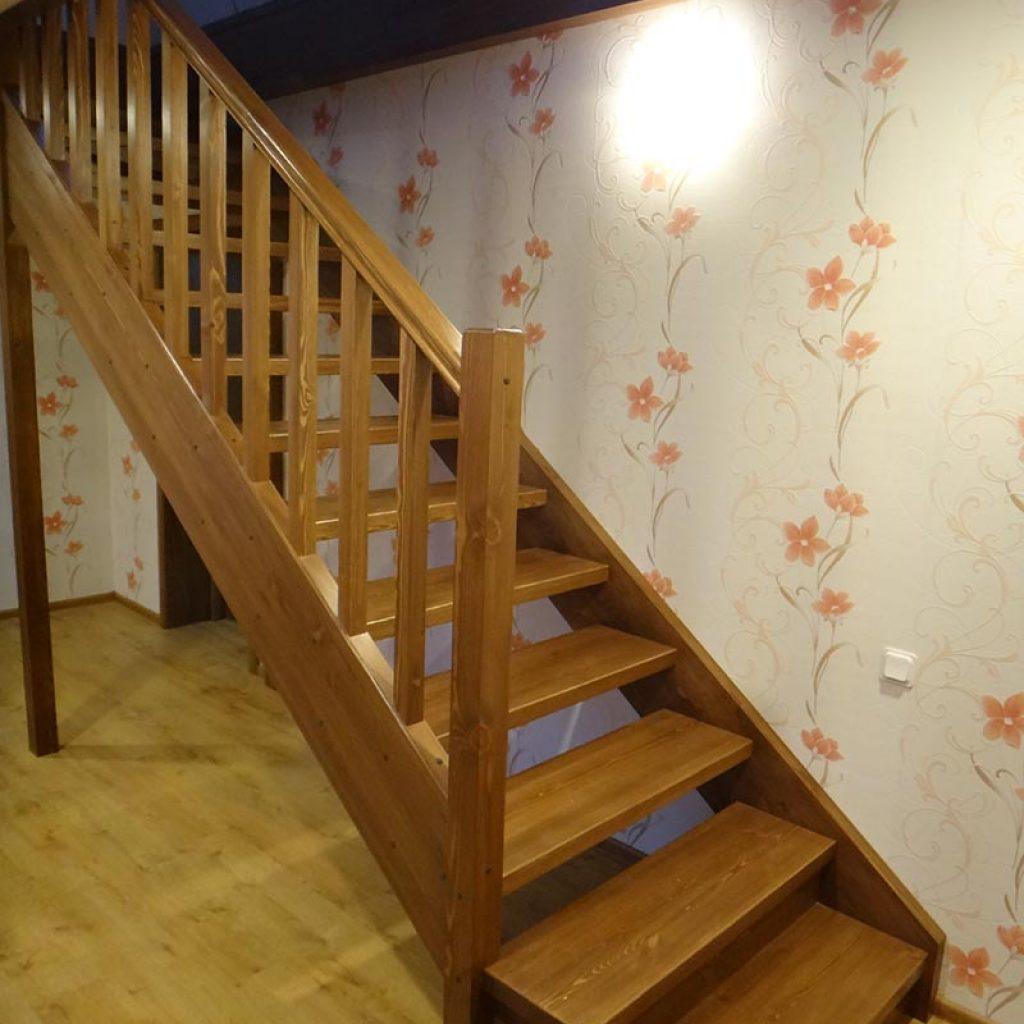 Прямомаршевые деревянные лестницы
