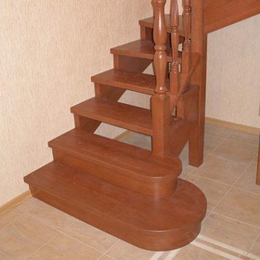Деревянная лестница без подступенников