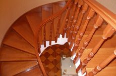 Деревянные лестницы для дома и дачи